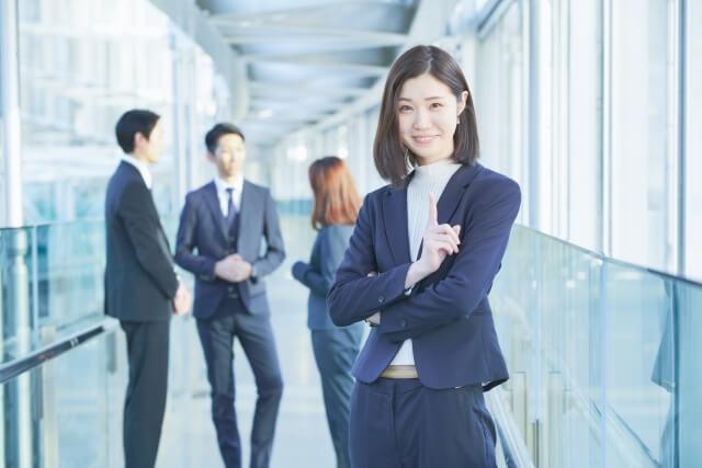 転職活動を頑張る女性